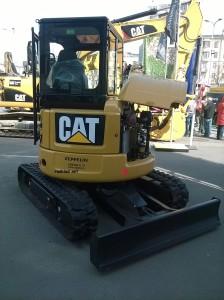 фото кабины Caterpillar303-5ECR сзади
