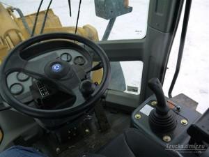 frontalnyj-pogruzchik-xcmg-lw300k-kabina